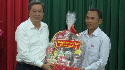 Lãnh đạo thành phố chúc Tết Chôl Chnăm Thmây cán bộ, phóng viên Báo Cần Thơ Khmer ngữ