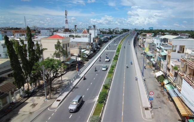 Cầu Quang Trung (gồm xây dựng mới đơn nguyên 2 và cải tạo mở rộng đơn nguyên 1) đã thông xe vào đầu năm nay, tạo điểm nhấn cho đô thị Cần Thơ. Đây là một trong những hạng mục ưu tiên của Dự án 3, nguồn vốn ODA vay của Ngân hàng Thế giới. Với giá trị gói thầu hơn 218 tỉ đồng. Cầu Quang Trung góp phần kết nối giao thông đô thị giữa quốc lộ 1A và các tuyến đường trung tâm TP Cần Thơ.