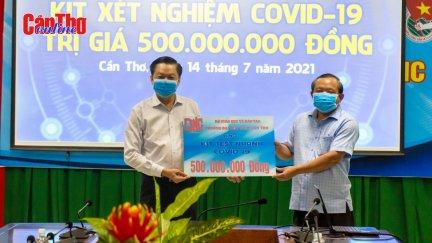 Trường Đại học Nam Cần Thơ tặng bộ kit xét nghiệm COVID-19 cho TP Cần Thơ