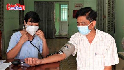 Trạm y tế lưu động yên lòng người dân