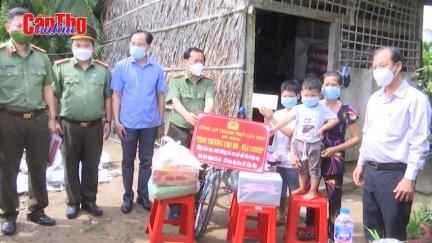 Công an TP Cần Thơ bảo trợ 11 trẻ em mồ côi do dịch COVID-19