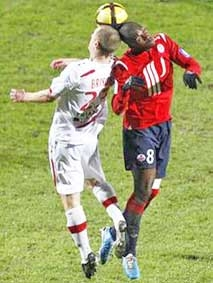 """MOUSSA SOW<br> <i>Tỏa sáng từ """"vai phụ""""</i>"""