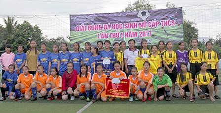 Mở đầu cho phong trào bóng đá nữ trong trường học