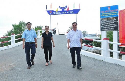 Cán bộ, đảng viên phường Tân Hưng nghiêm túc thực hiện cam kết