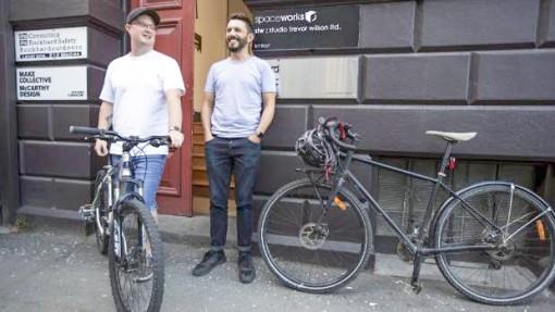 Đi làm bằng xe đạp được tặng tiền
