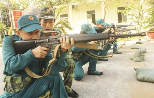 Xây dựng lực lượng dân quân  tự vệ vững mạnh