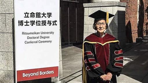 Trở thành tiến sĩ ở tuổi 88