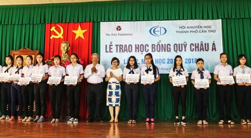 67 học sinh nữ nhận học bổng Quỹ Châu Á