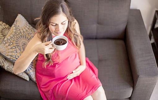 Thai phụ tiêu thụ nhiều caffein,  con dễ bị béo phì