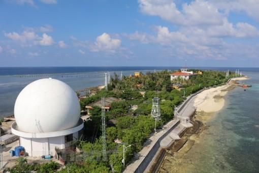Các điểm đảo Trường Sa xanh tươi cây lá giữa biển khơi sóng vỗ