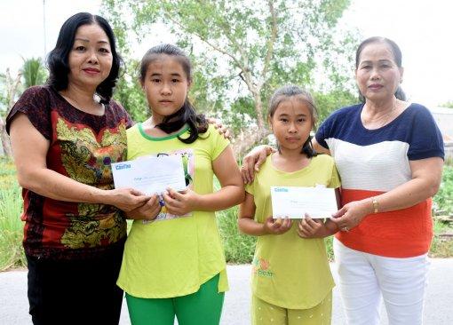 Giúp hai trẻ mồ côi có điều kiện tiếp tục đến trường