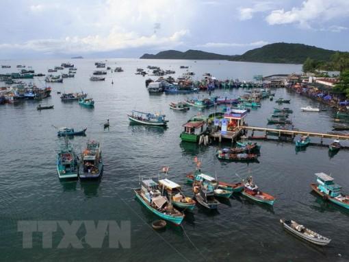 Phát triển kinh tế biển, đảo gắn với bảo đảm quốc phòng - an ninh