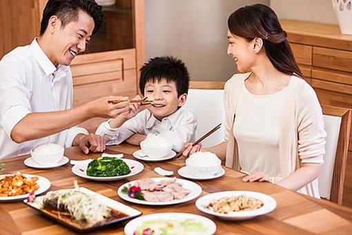 Tập cho trẻ thói quen ăn uống lành mạnh