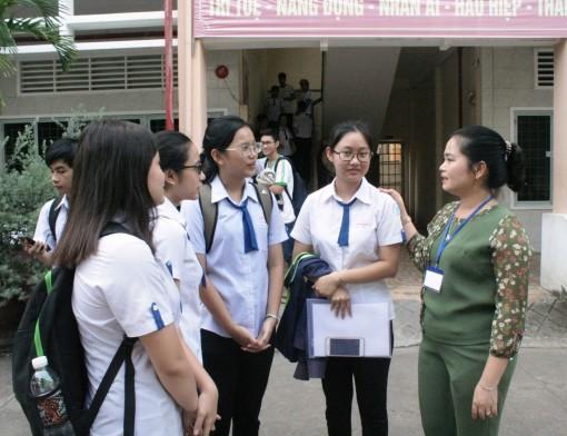 Gần 13.000 thí sinh ở TP Cần Thơ đến các điểm thi làm thủ tục