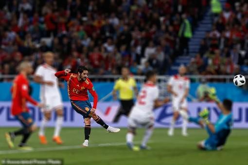 Tây Ban Nha chấn chỉnh hàng thủ, Croatia công phá Đan Mạch