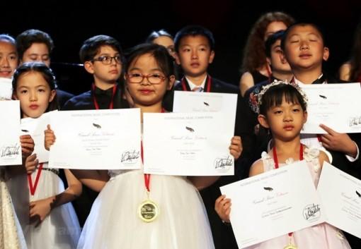Bé gái Việt Nam giành giải cuộc thi piano quốc tế ở Mỹ