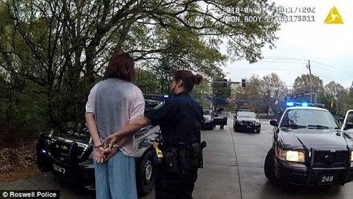 Cảnh sát bắt người bằng cách…tung đồng xu