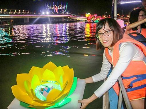 Lung linh sông nước Ngày hội du lịch-  Đêm hoa đăng Ninh Kiều
