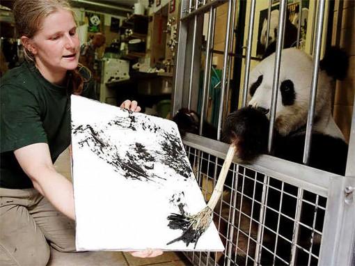 """Tranh """"trừu tượng"""" của gấu trúc có giá 560 USD"""