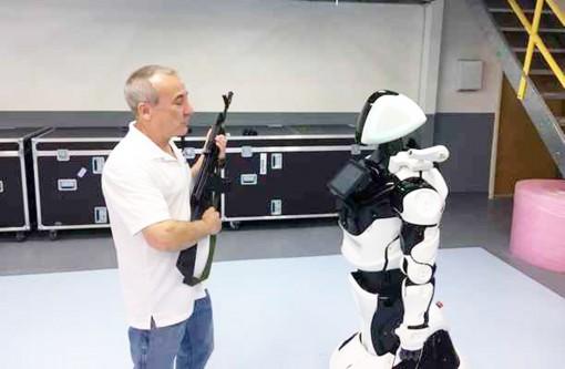 Phát triển robot ngăn chặn nguy cơ xả súng học đường