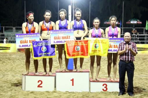 Đội trẻ nữ bóng chuyền bãi biển Cần Thơ đoạt hạng Ba lứa tuổi U21