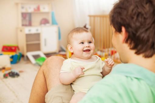 Trò chuyện với trẻ giúp tăng cường trí thông minh về sau