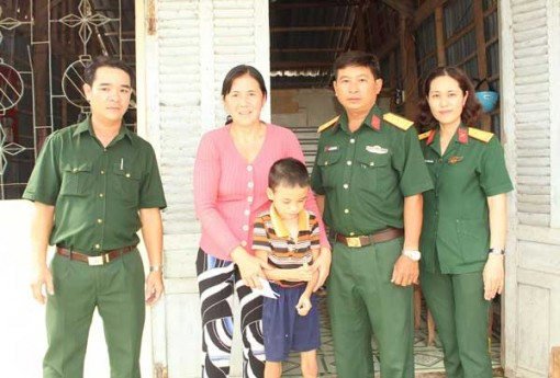 Quân đội chung tay vì người nghèo