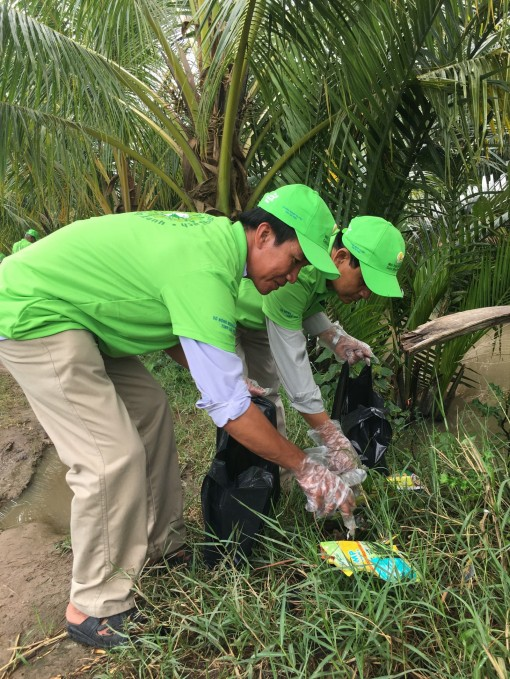 Nông dân Trà Vinh thu gom 8,3 tấn vỏ bao bì thuốc bảo vệ thực vật