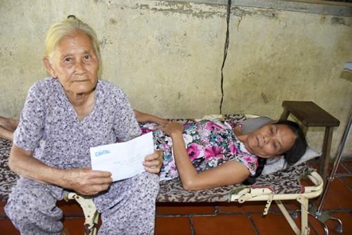 Giúp cụ bà 73 tuổi có điều kiện chăm sóc con gái bị bệnh