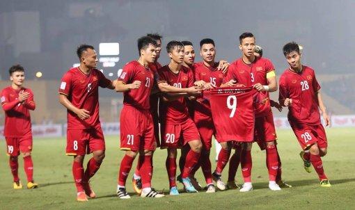 Thắng Campuchia 3-0, Việt Nam vào bán kết với vị trí đầu bảng A