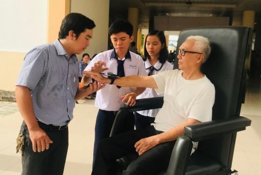 Học sinh Cần Thơ sáng tạo sản phẩm hỗ trợ người già, người bệnh và người khuyết tật