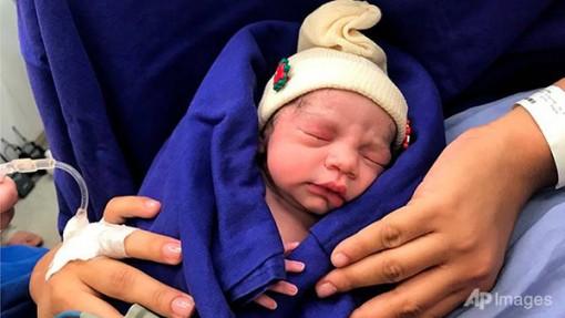 Em bé đầu tiên ra đời từ tử cung  của người chết