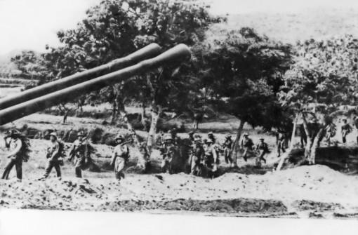 Bài 5: Chiến công đổ bộ đường biển Tà Lơn là giai đoạn đầu của chiến dịch diễn ra trên đất bạn