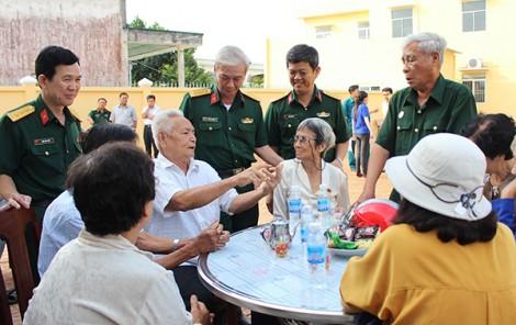 Thăm và tặng quà  52 gia đình chính sách,  người có công với cách mạng