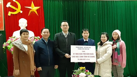 Trao kinh phí xây nhà bán trú cho Tỉnh đoàn Hà Giang
