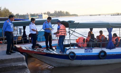 Đảm bảo trật tự, an toàn giao thông  vận tải hành khách đường thủy nội địa dịp Tết