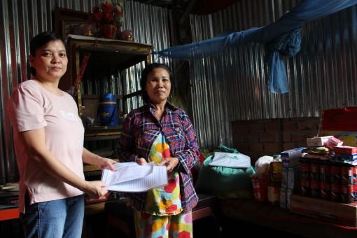 Nhóm từ thiện của chị Trần Thị Tuyết Lan hỗ trợ gia đình anh Thắng ở Phong Điền