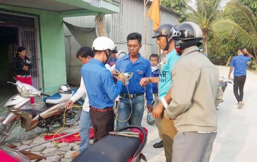 Đoàn viên thanh niên Đông Thắng góp phần đảm bảo an toàn giao thông