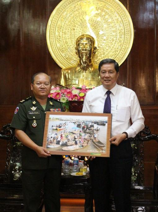 Cục Phát triển Bộ Quốc phòng Vương quốc Campuchia chúc tết Thành ủy