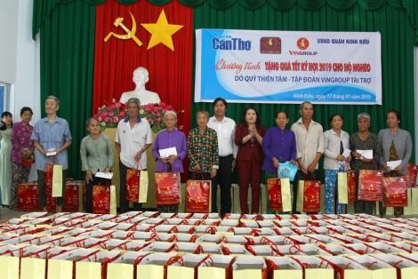 Trao 340 phần quà hỗ trợ hộ nghèo quận Ninh Kiều vui xuân, đón Tết