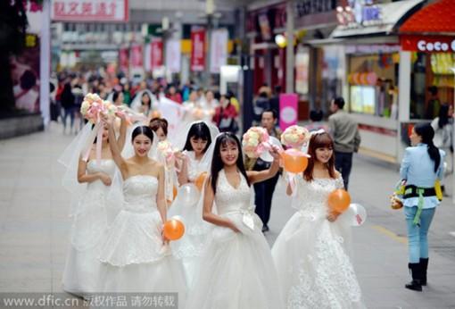 """""""Gái ế"""" Trung Quốc sợ Tết"""
