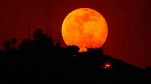 """Việt Nam đón """"siêu trăng"""" vào đúng rằm tháng Giêng"""