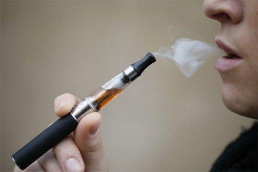 Giới trẻ Mỹ nghiện thuốc lá điện tử