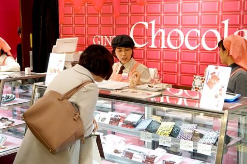 Phụ nữ Nhật tự thưởng vào Ngày Tình nhân