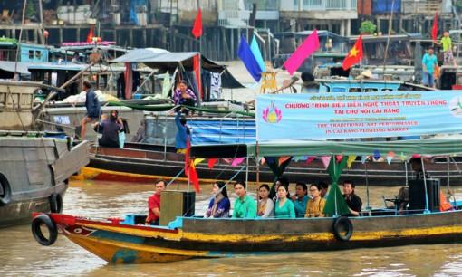 Tiếp tục biểu diễn nghệ thuật định kỳ tại khu vực Bến Ninh Kiều và Chợ nổi Cái Răng