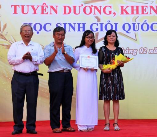 Tuyên dương, khen thưởng 17 học sinh giỏi quốc gia