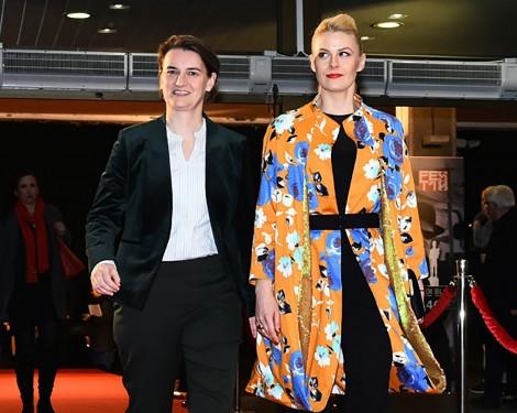 Bạn đồng tính của Thủ tướng Serbia sinh con