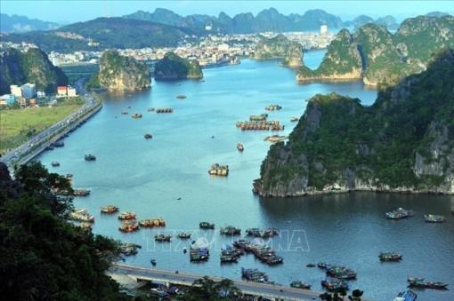 Chiêm ngưỡng Vịnh Hạ Long - một trong 7 kỳ quan thiên nhiên mới của thế giới