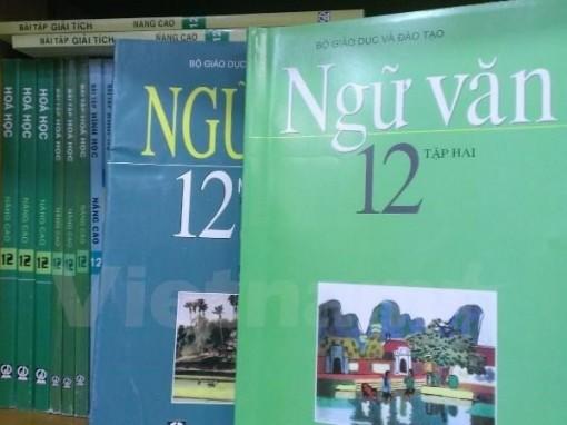 """Phát hành SGK mới với dòng chữ: """"Giữ gìn sách để tặng các em lớp sau"""""""