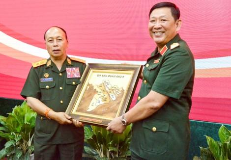Đoàn cán bộ Quân đội Lào thăm, làm việc tại Quân khu 9